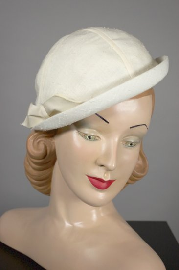 LH352-1950s hat ivory off white cap sports style small beret - 1.jpg